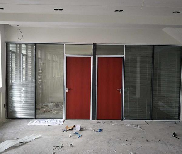 玻璃材质办公隔断