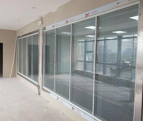 艺术玻璃办公隔断